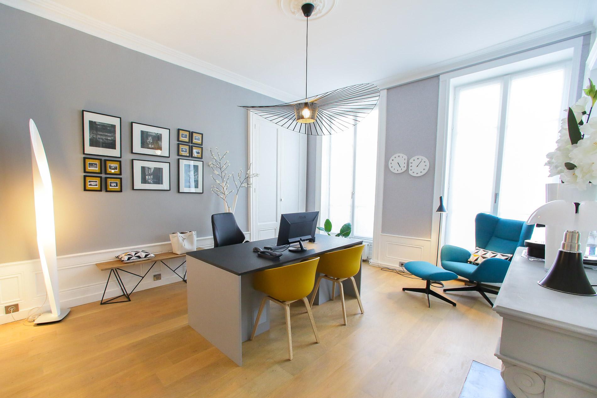 tapisserie lyon papier peint bleu marine tapisserie pour. Black Bedroom Furniture Sets. Home Design Ideas