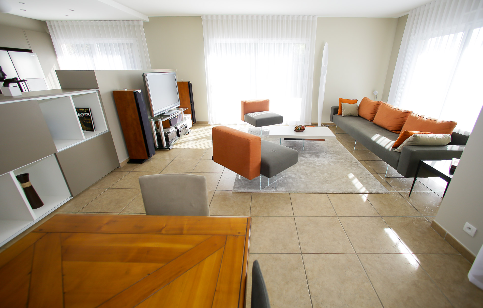 maison saint tienne d coratrice d 39 int rieurs am nagement salle manger salon mobiliers. Black Bedroom Furniture Sets. Home Design Ideas
